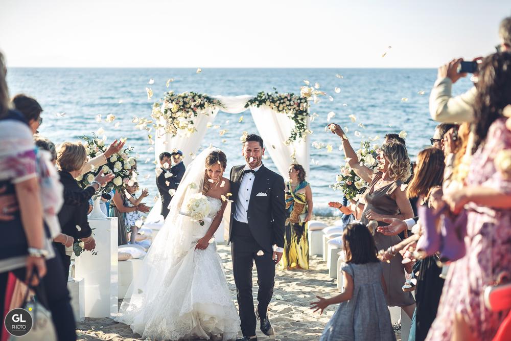lancio di petali - matrimonio romantico